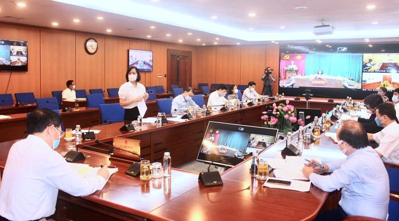 Đại diện lãnh đạo các đơn vị khối thị trường tài chính báo cáo tại buổi làm việc.