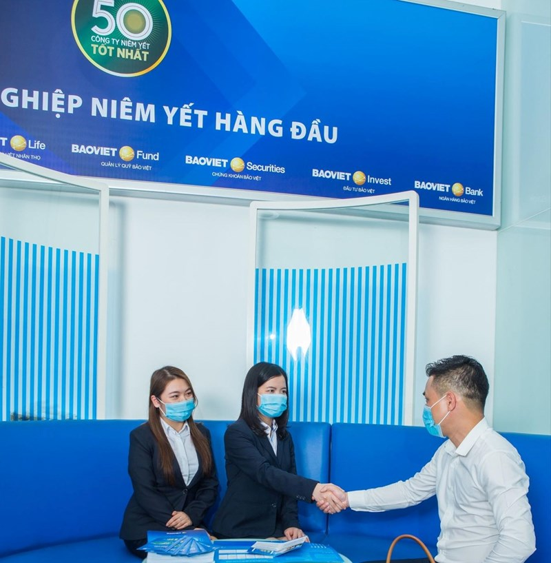 Tập đoàn Bảo Việt là doanh nghiệp dẫn đầu ngành Bảo hiểm 9 năm liên tiếp trong Top 50 công ty niêm yết tốt nhất Việt Nam.