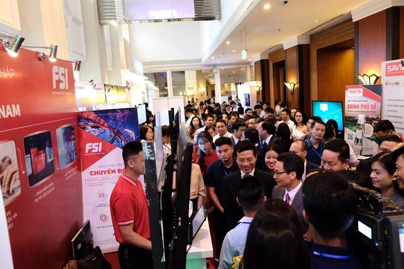 Quang cảnh buổi triển lãm trong khuôn khổDiễn đàn cấp cao công nghệ thông tin – truyền thông Việt Nam 2019.