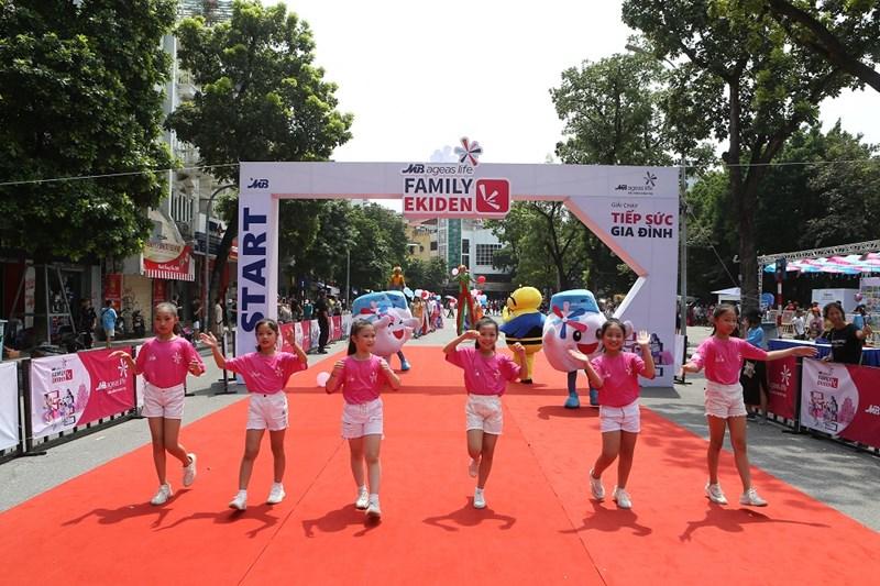 Các thành viên nhí tham gia màn Diễu hành tại Lễ hội.