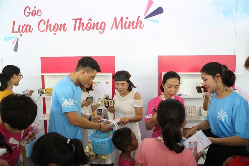 Game dành cho cả trẻ em và người lớn sẽ được tổ chức luân phiên để người lớn và trẻ em đều có thể tham gia và nhận quà.
