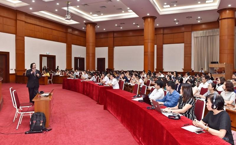 Diễn giả J Selvarajah – Phó Tổng giám đốc cao cấp của Omar Arif & Co.và Yuen Tang & Co., CAS International chia sẻ tại buổi hội thảo.