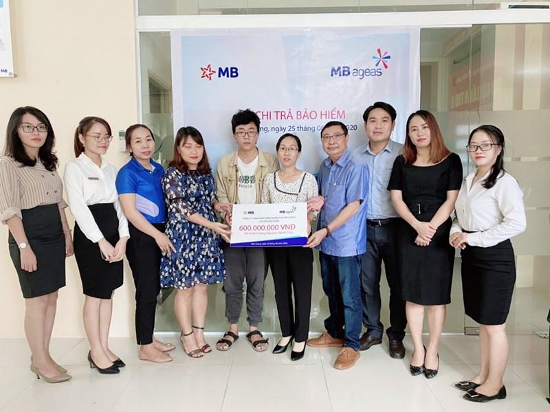 MB Ageas Life thực hiện chi trả bảo hiểm cho khách hàng Nguyễn Ngọc Thái tại Kiên Giang với số tiền chi trả bảo hiểm 600 triệu đồng.