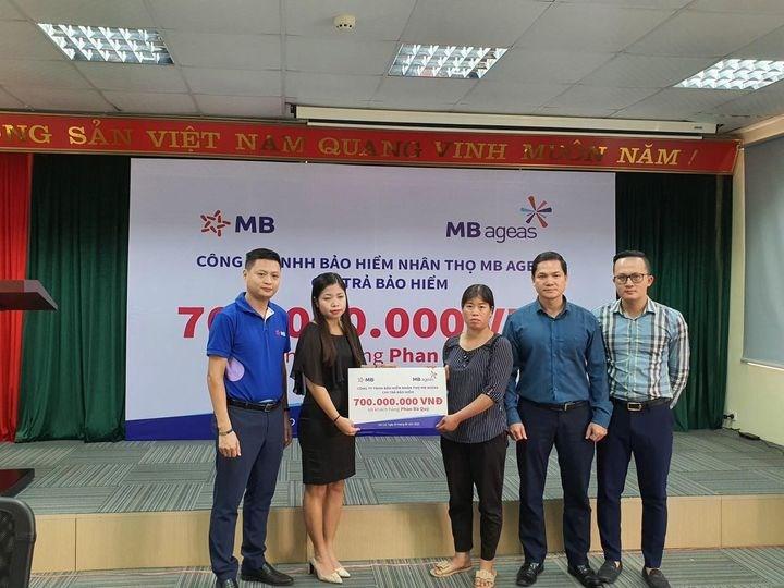 MB Ageas Life thực hiện chi trả bảo hiểm cho khách hàng Phan Bá Quý tại tỉnh Lào Cai với số tiền chi trả bảo hiểm 700 triệu đồng.