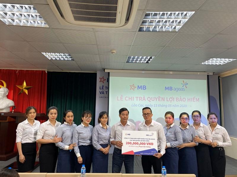 MB Ageas Life tổ chức chi trả bảo hiểm cho khách hàng Phạm Văn Vương tại Lào Cai với số tiền chi trả bảo hiểm 200 triệu đồng.