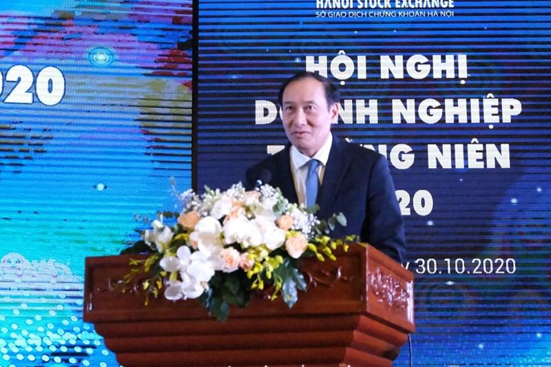 Ông Phạm Hồng Sơn - Phó Chủ tịch UBCKNN chúc mừng HNX tổ chức thành công Hội nghị doanh nghiệp thường niên năm 2020.