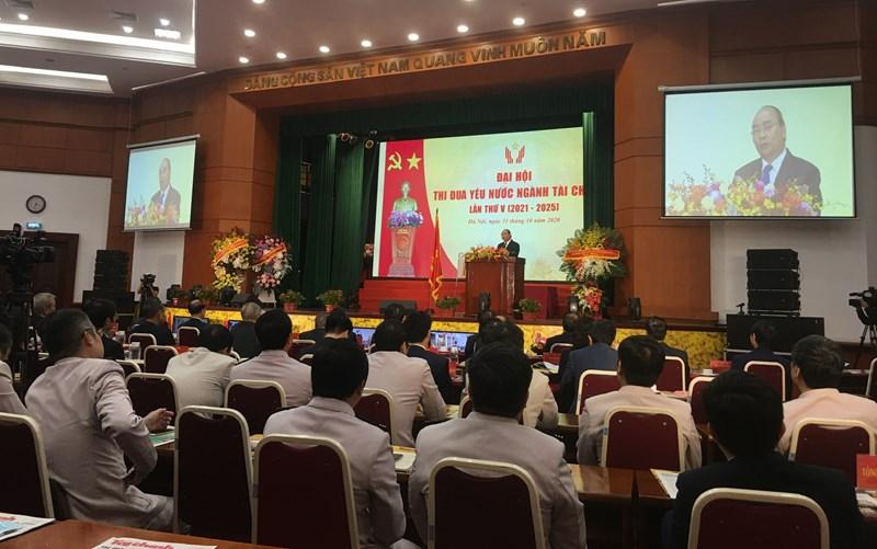 Đồng chí Nguyễn Xuân Phúc - Ủy viên Bộ Chính trị, Thủ tướng Chính phủ nước CHXHCN Việt Nam, Chủ tịch Hội đồng Thi đua Khen thưởng Trung ương phát biểu tại Đại hội.