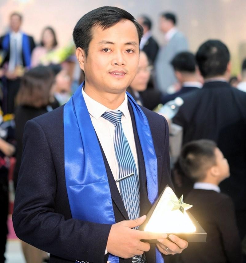 Ông Nguyễn Hùng Sơn - Tổng giám đốc FSI tại Lễ trao giải thưởng Sao vàng Đất Việt 2018.
