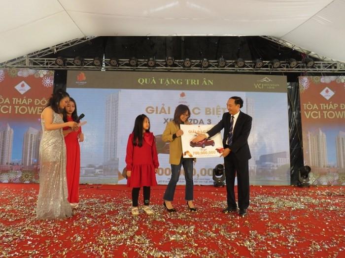 Chị Nguyễn Thanh Hằng – chủ nhân của giải đặc biệt xe Mazda 3 trị giá 700.000.000 đồng.