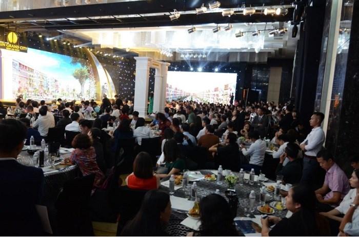 Lễ ra mắt đô thị Sun Grand City New An Thoi thu hút gần 500 khách hàng.