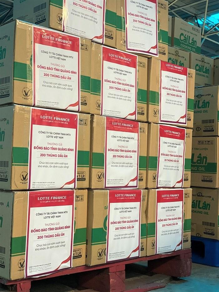 Hàng ngàn suất quà giá trị, hữu ích đã được LOTTE Finance khẩn trương chuyển tới UBMTTQVN tại tỉnh Quảng Bình và Quảng Trị