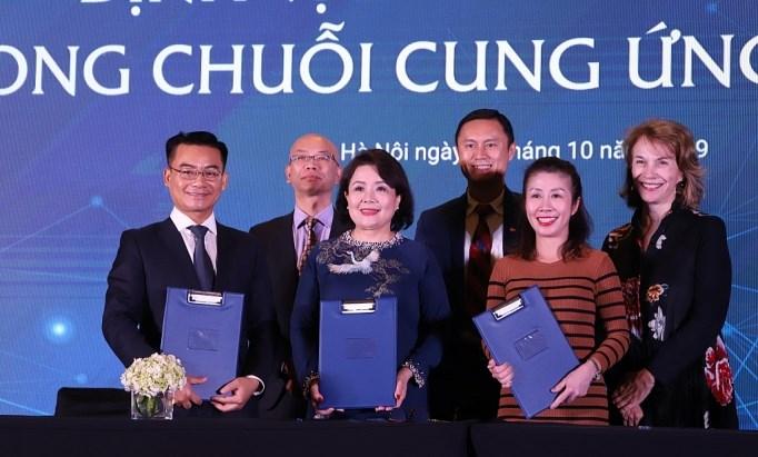 VWEC, USABC và Coca-Cola Việt Nam ký kết biên bản cho chương trình 2020 hợp tác hỗ trợ doanh nghiệp nữ tham gia chuỗi cung ứng toàn cầu.