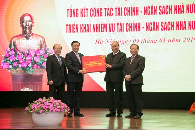 Thủ tướng Nguyễn Xuân Phúc chúc mừng các kết quả ngành Tài chính đã đạt được trong năm 2018.