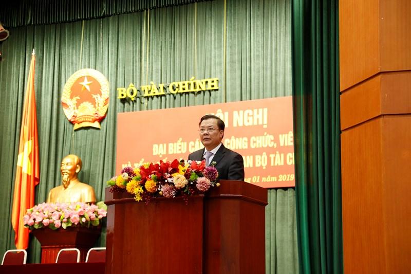 Bộ trưởng Bộ Tài chính Đinh Tiến Dũng phát biểu chỉ đạo Hội nghị.