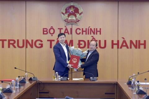 Thứ trưởng Huỳnh Quang Hải trao Quyết định bổ nhiệm đồng chí Nguyễn Duy Thịnh giữ chức Chủ tịch Hội đồng Quản trị HNX.