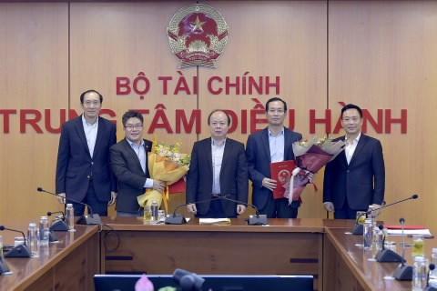 Thứ trưởng Huỳnh Quang Hải trao Quyết định bổ nhiệm Lãnh đạo VNX.