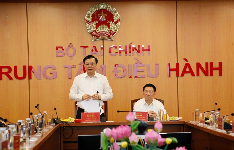 Đồng chí Đinh Tiến Dũng - Ủy viên Bộ Chính trị, Bí thư Thành ủy Hà Nội, nguyên Bộ trưởng Bộ Tài chính phát biểu tại hội nghị.
