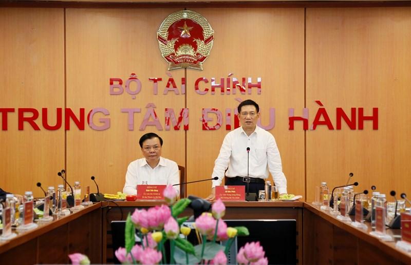 Bộ trưởng Bộ Tài chính Hồ Đức Phớc phát biểu nhận bàn giao nhiệm vụ.