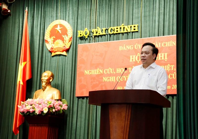 Đồng chí Đỗ Việt Hà, Phó Bí thư Đảng uỷ Khối các cơ quan Trung ương trình bày những nội dung cơ bản của Nghị quyết Đại hội lần thứ XIII của Đảng.