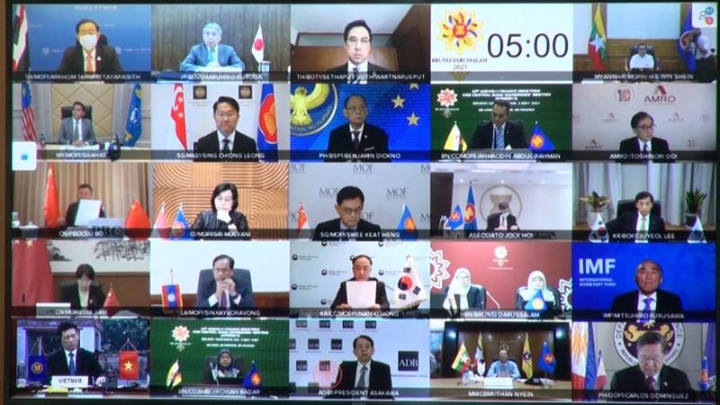 Các bộ trưởng và thống đốc ngân hàng trung ương tham dự Hội nghị tại các điểm cầu.