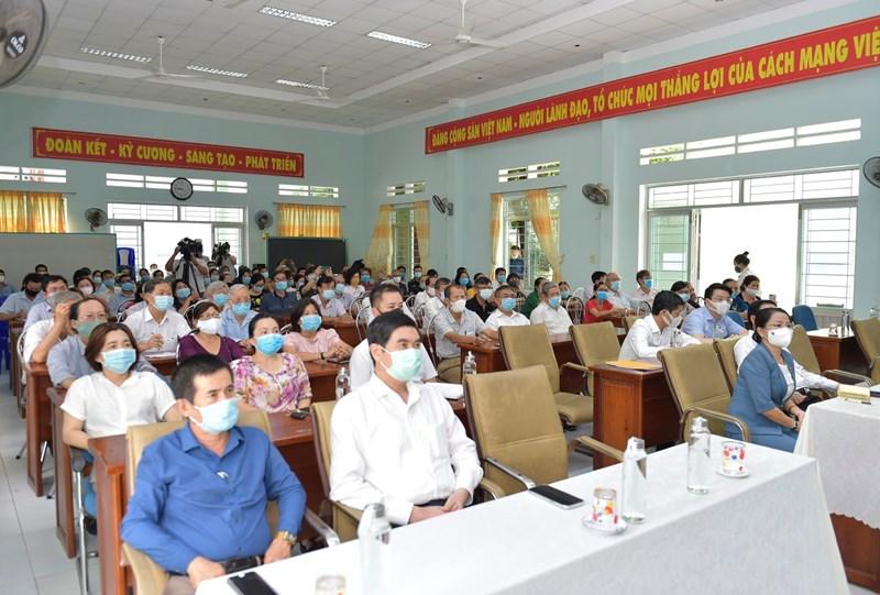 Toàn cảnh Hội nghị tiếp xúc cử tri tại TP. Quy Nhơn, tỉnh Bình Định, sáng ngày 6/4/2021.