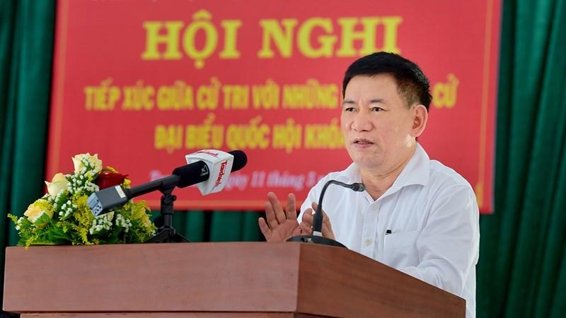 Bộ trưởng Bộ Tài chính Hồ Đức Phớc trình bày chương trình hành động của mình trước cử tritại xã Phước Lộc, huyện Tuy Phước, tỉnh Bình Định, sáng ngày 11/5/2021. Ảnh: Minh Tuấn