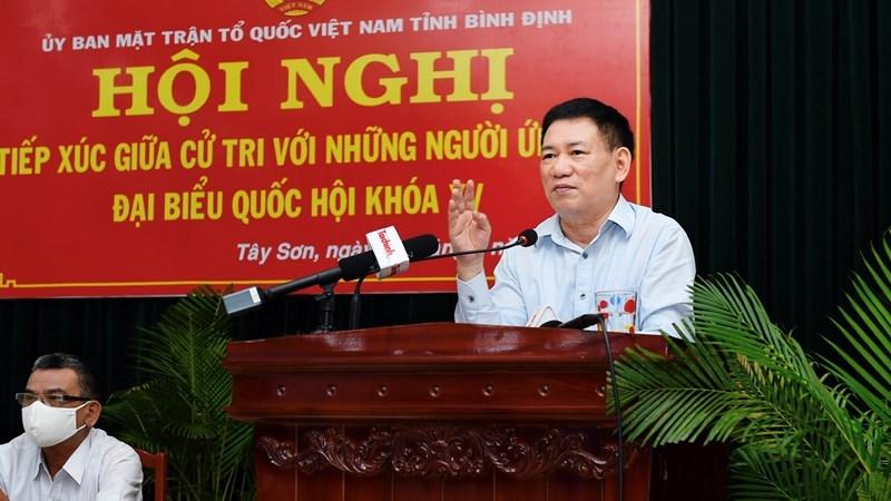 Bộ trưởng Hồ Đức Phớc trình bày chương trình hành động của mình tại cuộc tiếp xúc cử tri tại Thị trấn Phú Phong, huyện Tây Sơn, tỉnh Bình Định, sáng ngày 13/5/2021. Ảnh: Minh Tuấn