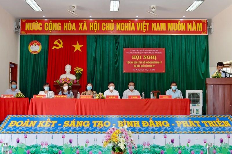 Các ứng cử viên thuộc đơn vị bầu cử số 1 của tỉnh Bình Định tiếp xúc cử tritại xã Phước Lộc, huyện Tuy Phước, tỉnh Bình Định, sáng ngày 11/5/2021. Ảnh: Minh Tuấn