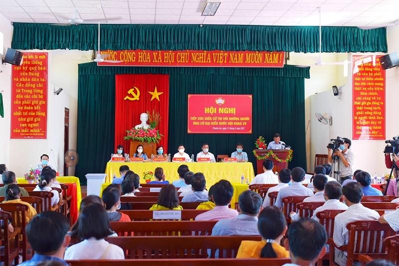 Các ứng cử viên đại biểu Quốc hội tiếp xúc cử tri tại xã Phước An, huyện Tuy Phước, tỉnh Bình Định, chiều ngày 11/5/2021. Ảnh: Minh Tuấn