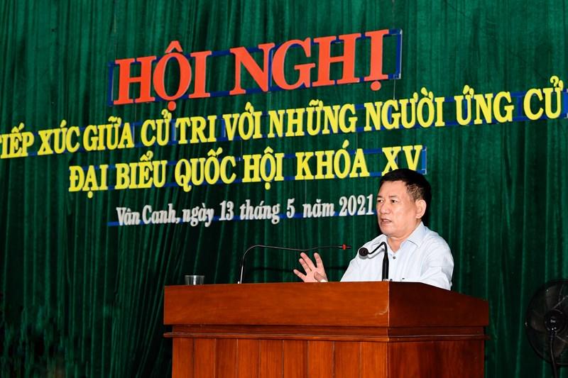 Bộ trưởng Hồ Đức Phớc trình bày chương trình hành động của mình trước cử tri Thị trấn Vân Canh, huyện Vân Canh, tỉnh Bình Định, chiều ngày 13/5/2021. Ảnh: Minh Tuấn