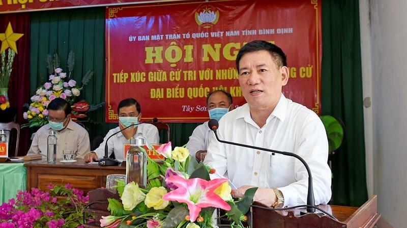 Bộ trưởng Hồ Đức Phớc giải đáp nhiều kiến nghị của cử tri tại xã Bình Hòa, huyện Tây Sơn, tỉnh Bình Định, chiều ngày 12/5/2021. Ảnh: Minh Tuấn