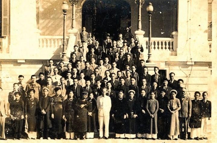 Bác Hồ với giới công thương năm 1946. Nguồn: internet