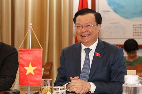 Bộ trưởng Đinh Tiến Dũng chào mừng tân Đại sứ Nhật Bản tại Việt NamYamada Takio. Nguồn: TBTC