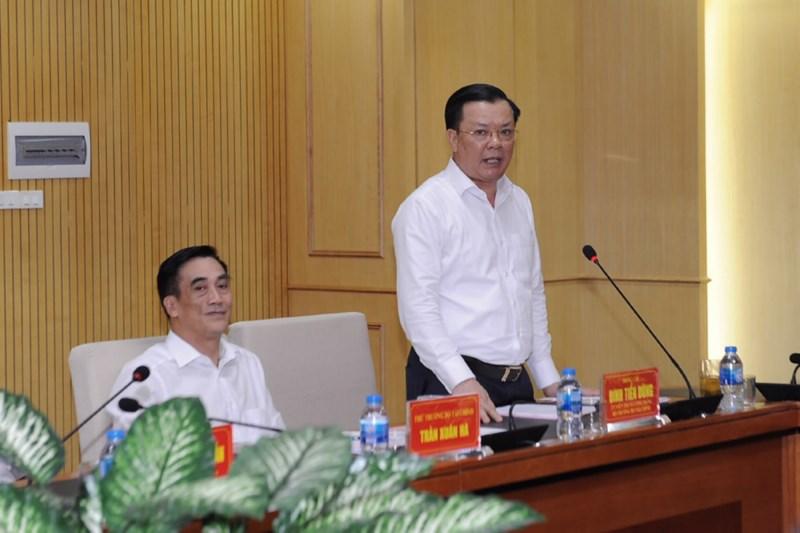 Bộ trưởng Đinh Tiến Dũng báo cáo thêm về những kết quả ngành Thuế đã đạt được với Đoàn công tác của Quốc hội. Nguồn: MOF
