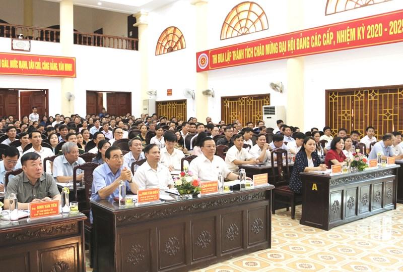 Các đại biểu dự buổi tiếp xúc cử tri. Nguồn: Báo Ninh Bình