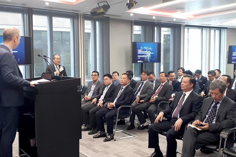 Bộ trưởng Đinh Tiến Dũng cùng đoàn công tác của Bộ Tài chính tác tại Sở GDCK London.