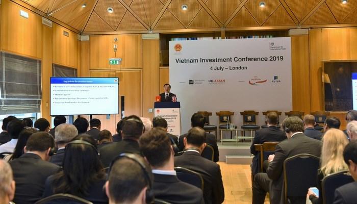Toàn cảnh Hội nghị xúc tiến đầu tư tài chính Việt Nam.