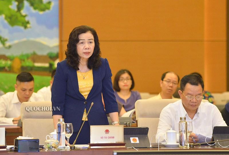 Thứ trưởng Bộ Tài chính Vũ Thị Mai trìnhbày Tờ trình dựthảo Nghị quyết.