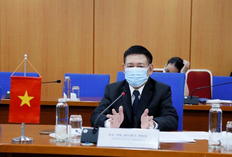 Bộ trưởng Bộ Tài chính Hồ Đức Phớc phát biểu tại buổi làm việc.