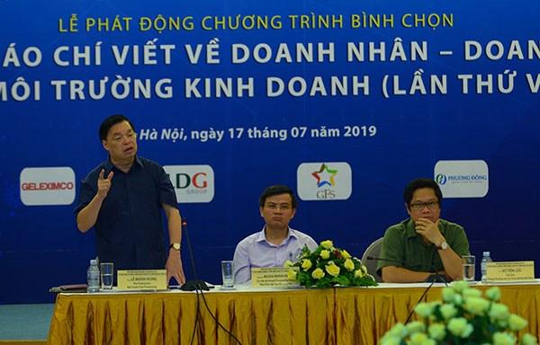 Ông Lê Mạnh Hùng – Phó Trưởng ban Ban Tuyên giáo Trung ương đề nghị, khi thực hiện bài viết, nhà báo phải gắn động cơ xây dựng doanh nghiệp và đất nước hùng cường.