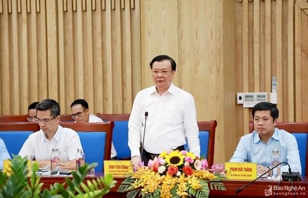 Bộ trưởng Đinh Tiến Dũng phát biểu tại buổi làm việc với UBND tỉnh Nghệ An. Nguồn: BNA