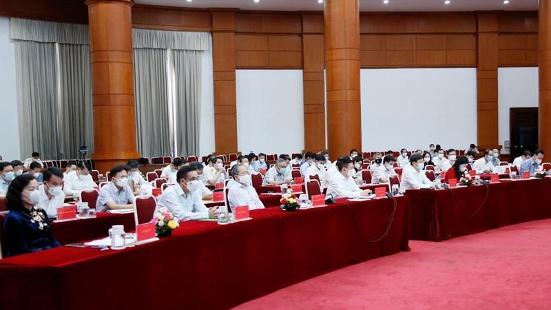 Phó Thủ tướng Chính phủ Lê Minh Khái, lãnh đạo Bộ Tài chính và các đại biểu tham dự hội nghị.