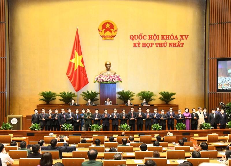 Bộ trưởng Bộ Tài chính Hồ Đức Phớc cùng các thành viên Chính phủ ra mắt Quốc hội.