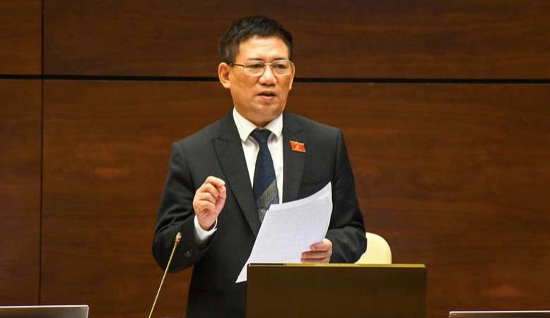 Bộ trưởng Bộ Tài chính Hồ Đức Phớc giải trình, làm rõ một số vấn đề các đại biểu quan tâm. Ảnh: QH