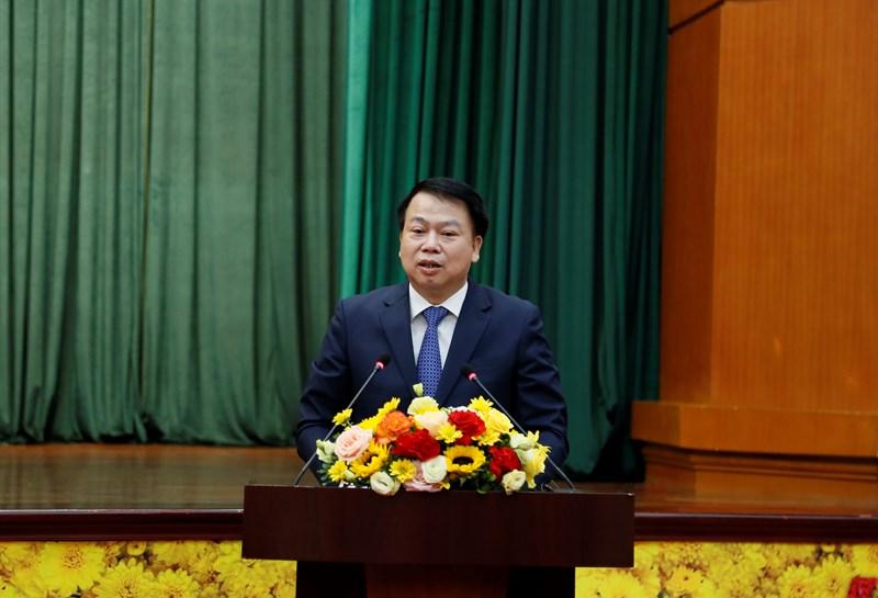 Thứ trưởng Bộ Tài chính Nguyễn Đức Chi thay mặt hai tân Thứ trưởng tiếp thu ý kiến chỉ đạo của Phó Thủ tướng và Bộ trưởng Bộ Tài chính.