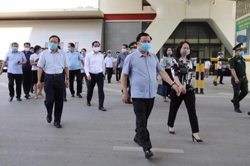 Bộ trưởng Đinh Tiến Dũng cùng đoàn công tác khảo sát thực tế tại Cửa khẩu Quốc tế Hữu Nghị.