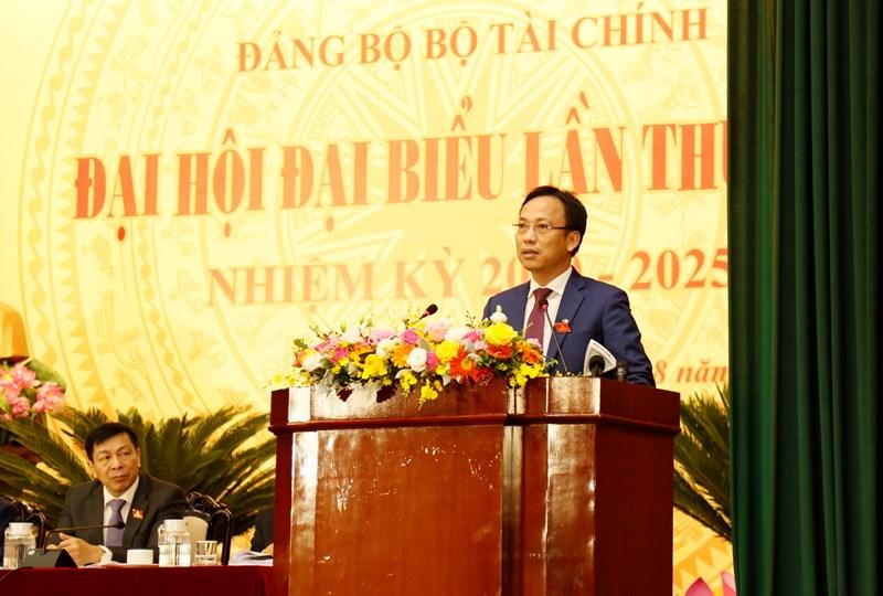Đồng chí Lại Xuân Lâm, Phó Bí thư Đảng uỷ Khối các cơ quan Trung ương phát biểu tại Đại hội.