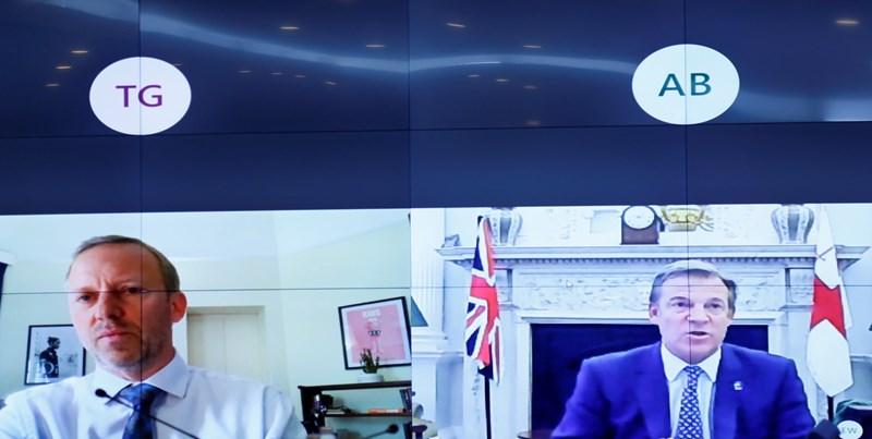 Thị trưởng Khu Tài chính London William Russel vàĐại sứ Vương quốc AnhGareth Ward tại cuộc làm việc trực tuyến.