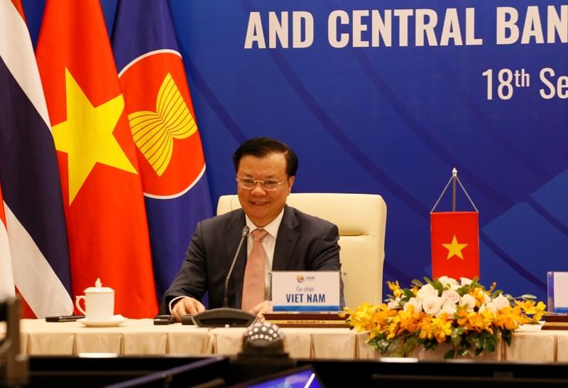 Bộ trưởng Bộ Tài chính Việt Nam Đinh Tiến Dũng tại Hội nghị.