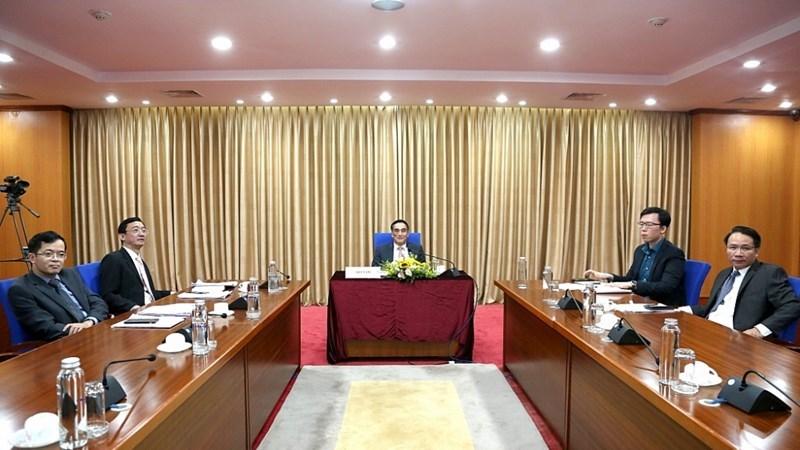 Thứ trưởng Trần Xuân Hà và đại diện lãnh đạo một số đơn vị thuộc Bộ Tài chính tại đầu cầu Việt Nam.